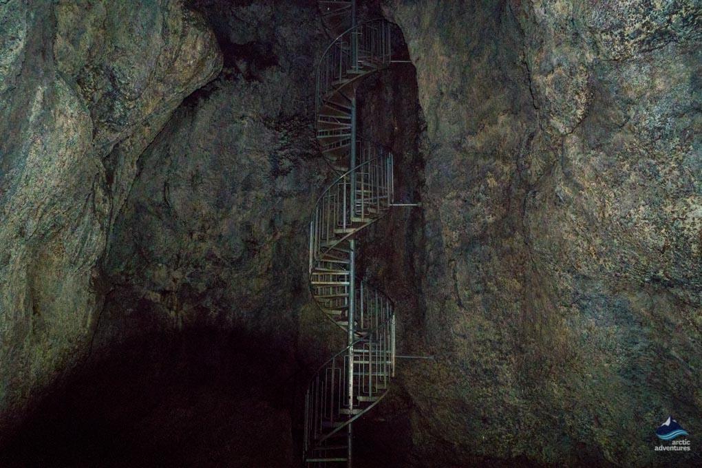 Vatnshellir-lava-cave