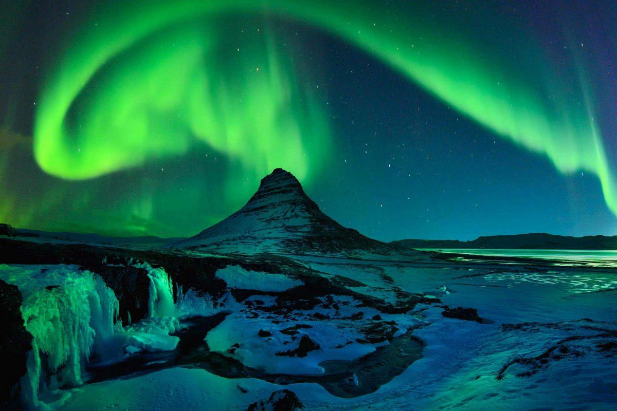 Northern lights over Kirkjufell mountain Iceland | Snæfellsnes