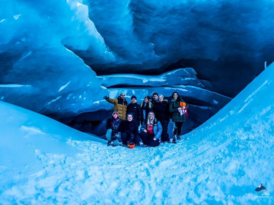 Group picture in ice cave at Kerlingarfjöll