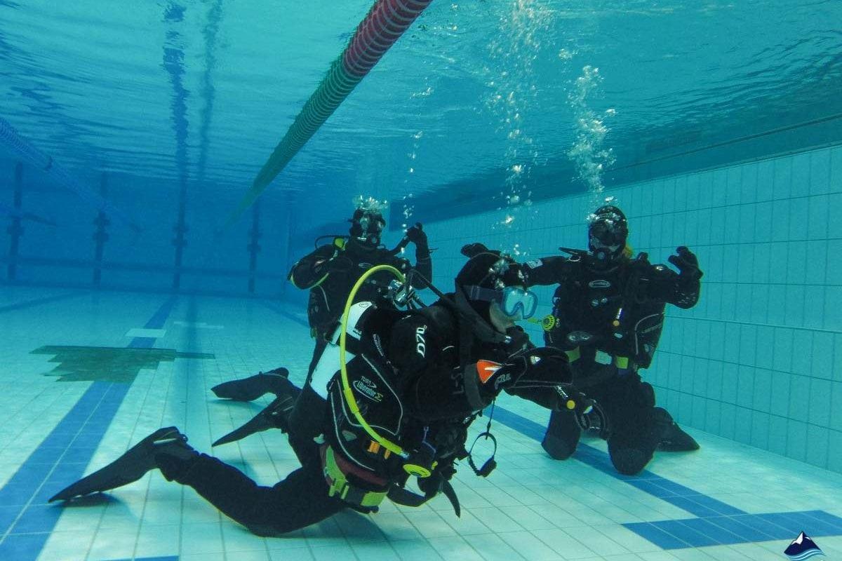 Padi course in pool