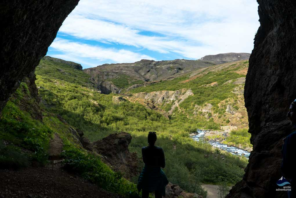 Through the cave to Glymur