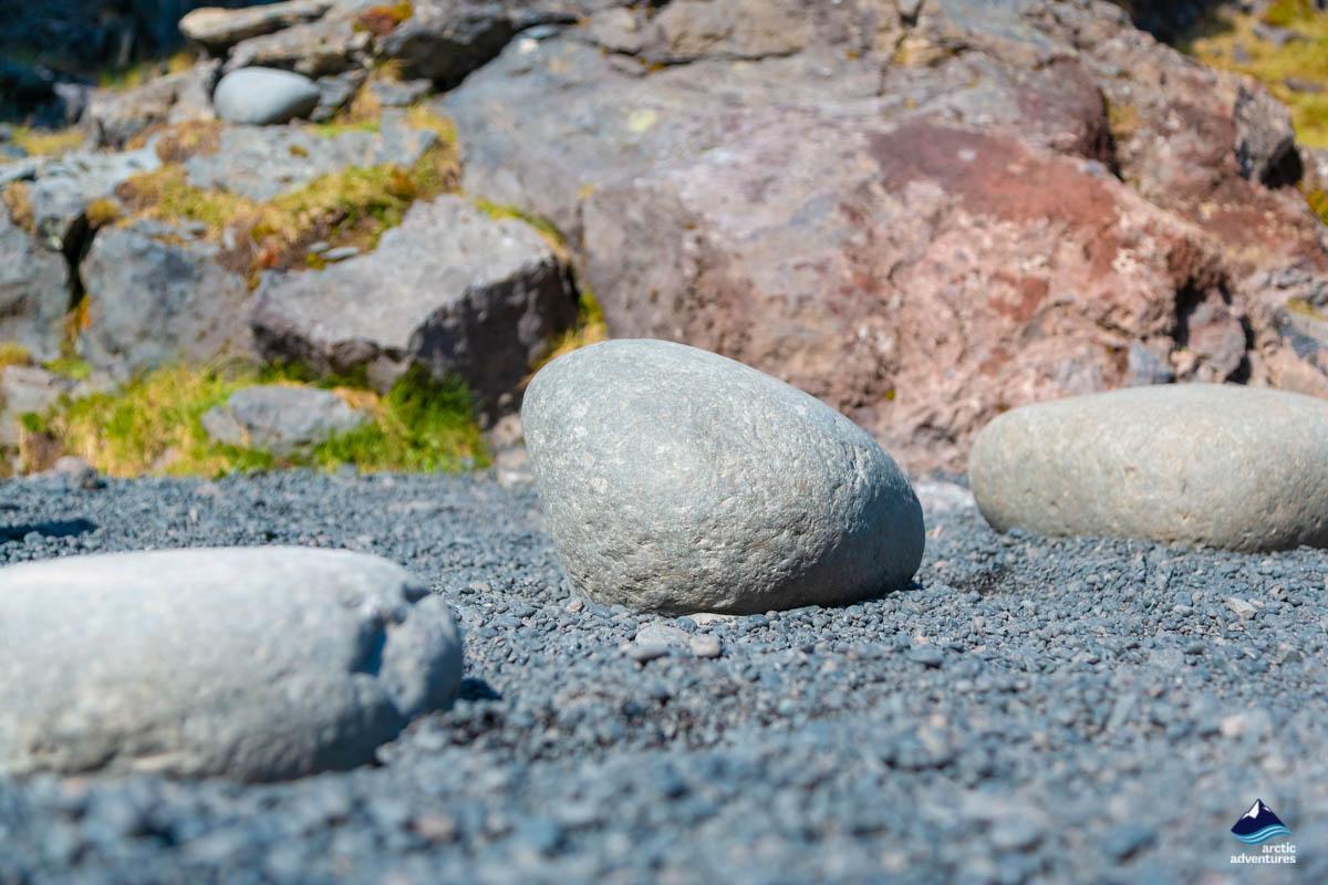 鹅卵石黑沙滩