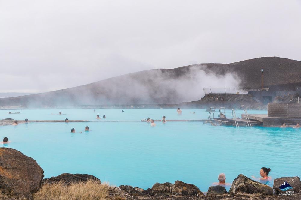 冰岛东部米湖温泉烟雾缭绕宛如仙境