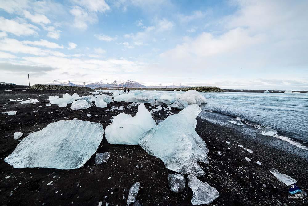 冰岛南岸杰古沙龙冰湖钻石沙滩海水冲刷