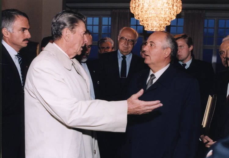 Ronald Reagen and Mikhail Gorbachev meet in Reykjavik