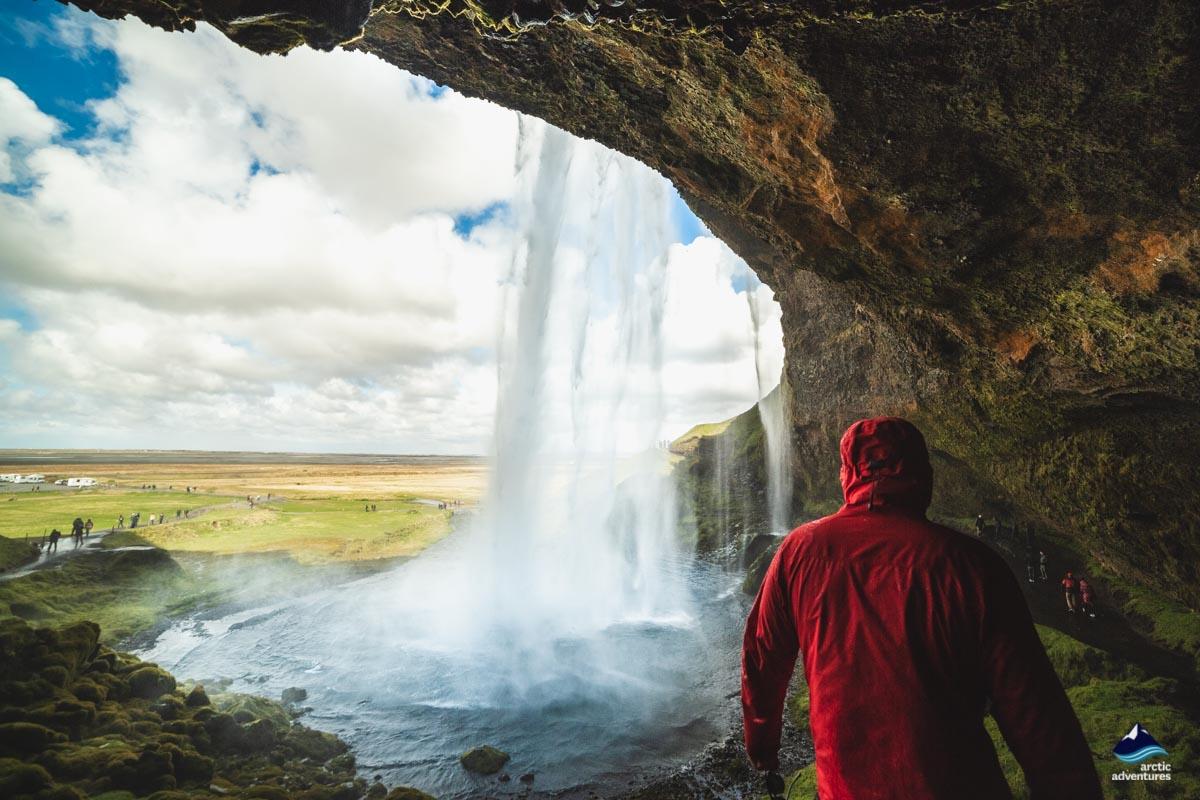 瀑布后方的水帘洞