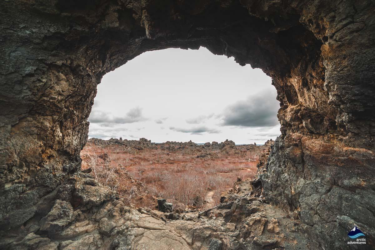 黑色城堡天然火山石洞