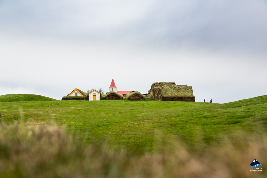 草皮小屋远景