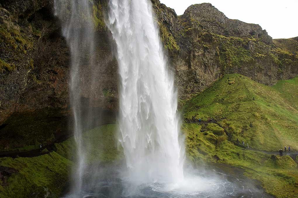 waterfall-seljalandsfoss