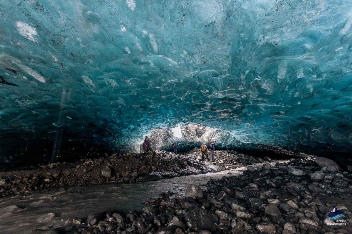 瓦特纳冰川水晶蓝冰洞