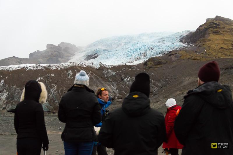 专业导游带领冰川徒步