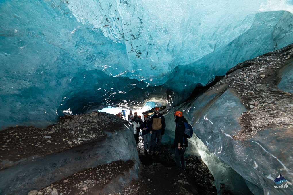瓦特纳冰川内部