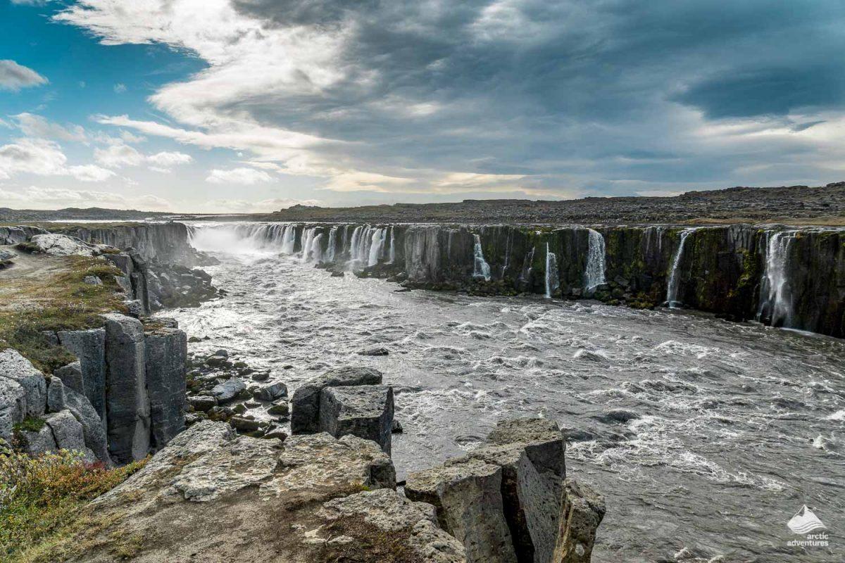 Guide to Iceland Jökulsá á Fjöllum Glacial River in Jökulsárgljúfur Canyon