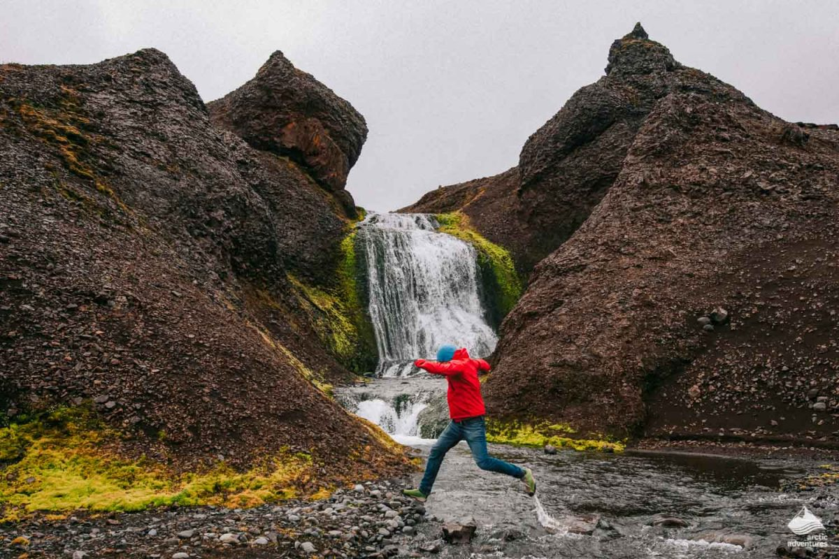 Man jumps over river in Eastern Iceland